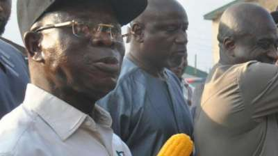 , Corn 'magic': Oshiomhole returns to the streets for corn as election draws nearer (video), NAIJAPARRY